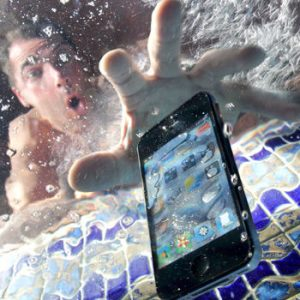 How to Save Your Phone Wet Smartphone Save How to dry out a smartphone without damaging it Water Logged Handset Smartphone Turne 687656 300x300 - صفحه اصلی